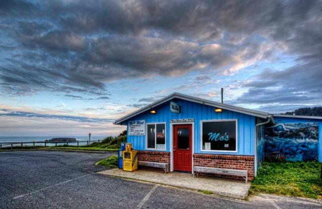 Mo's Chowder: Mo's West in Otter Rock